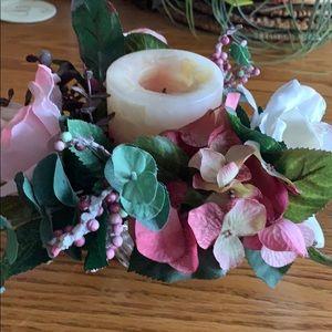 Floral candle arrangement 🌹